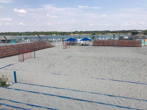 Szentendrei csapat a Lupa-tó homokján