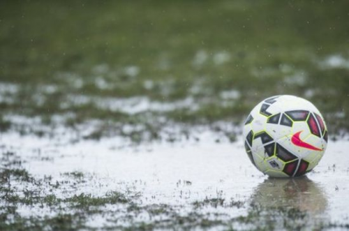 Elmosta az eső a hazai focimeccset