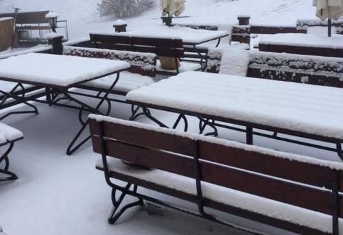 Megérkezett az első hó Dobogókőre