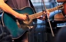 Eltűnt a szentendrei Presszó Tangó Libidó zenekar énekes-dalszerzőjének, Kabai Viktornak a gitárja