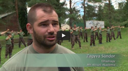 A harcművészetekkel és a katonai közelharccal ismerkedtek