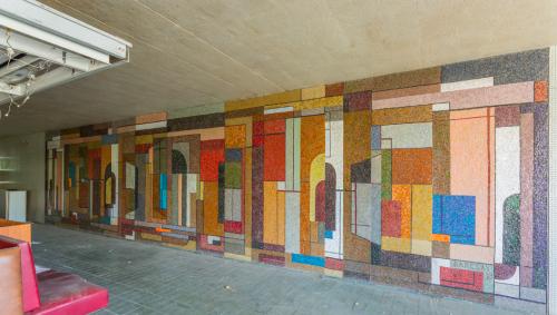 Új helyre kerülnek Barcsay Jenő újpesti mozaikképei