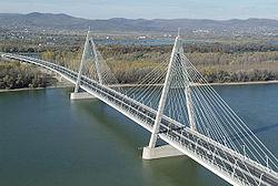 Több baleset is volt ma reggel a Megyeri hídon.